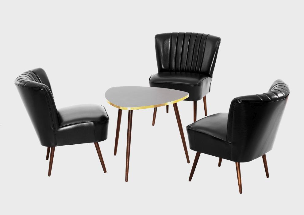 Sesselkombination mit Tisch in Dreiecksform